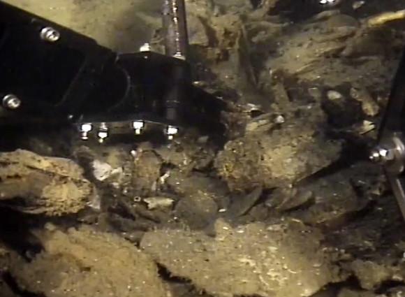 Fasi del recupero del tesoro rimasto nel relitto del Polluce. Foto prese dal sito della Marina Militare